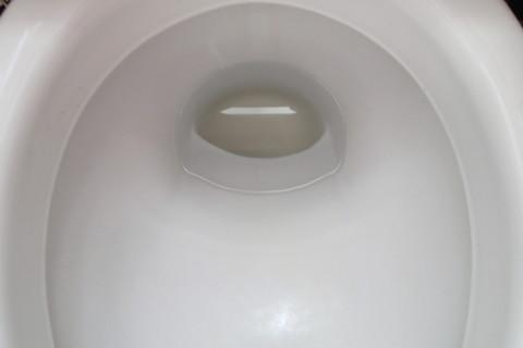 便器の水たまりが凍ると便器が割れる