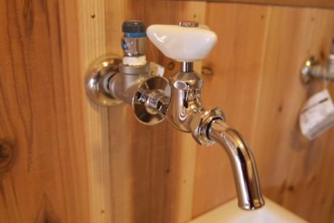 吸気弁をつけた水栓